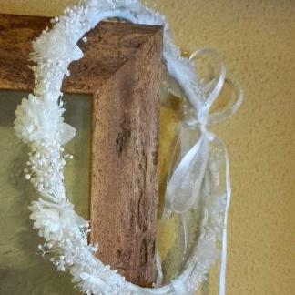 Corona comunión flores blancas